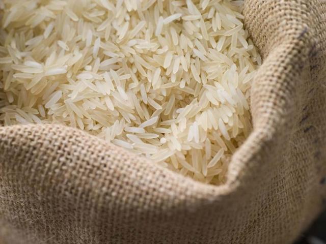 ارتباطی بین افزایش قیمت برنج و سیل وجود ندارد / کمتر از 3 درصد کشت برنج کشور آسیب دیده است