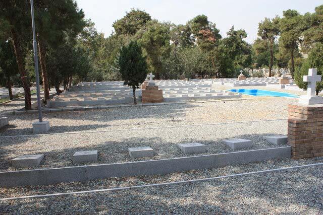 بخش قبرستان لهستانیها که سنگ قبرهای آن نوسازی شدهاند