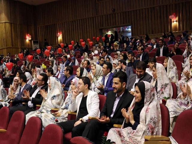 ازدواج بیش از 100 هزار زوج دانشجو در دانشگاهها / 14 هزار زوج در سفر به مشهد شرکت کردند