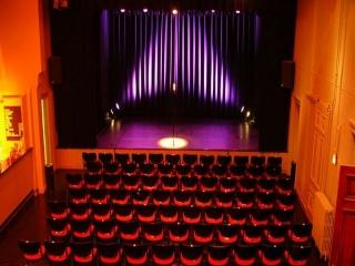 تئاترهای کمدی تهران کجا برگزار می شوند؟