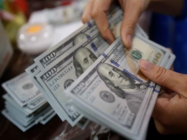 فروش ارز به زائران حج تمتع آغاز شد