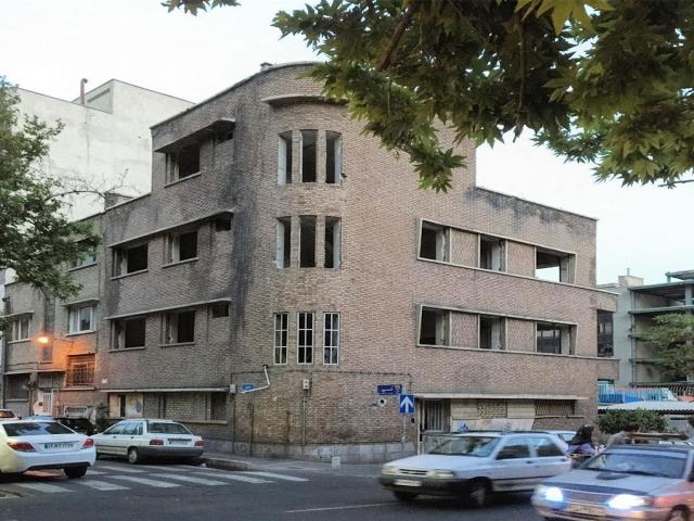 واکنش شهرداری به تخریب خانه احمد شاملو