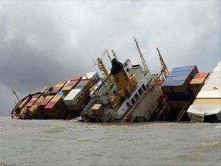 نجات و انتقال کارکنان کشتی سانحه دیده شباهنگ به باکو