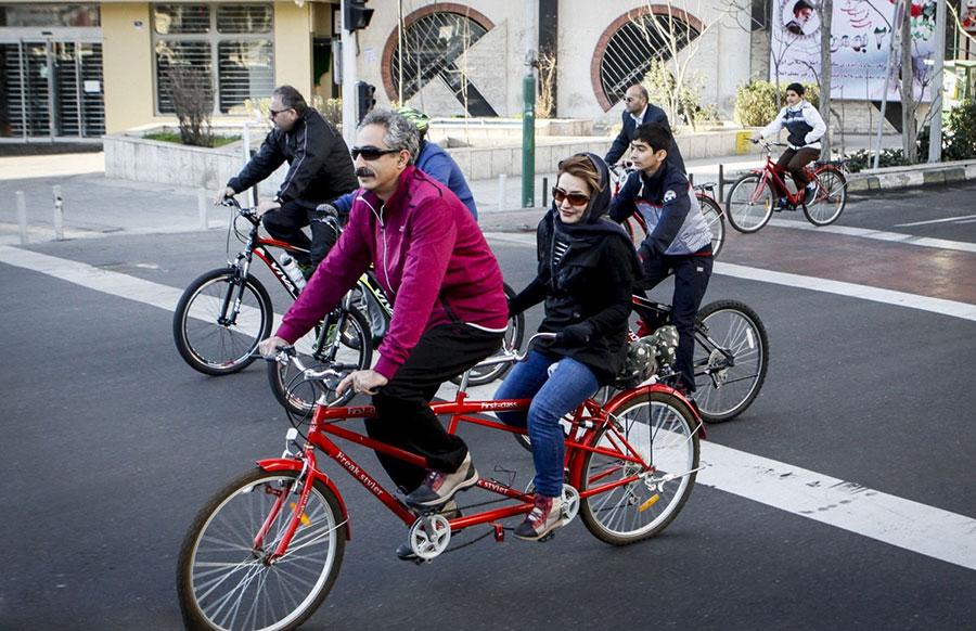 ورود و تردد دوچرخه در خط ویژه ممنوع است - Bicycle traffic on special lanes is prohibited