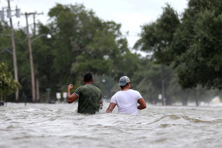 سیلاب ناشی از توفان بری در شهر مندویل ایالت لوییزیانا آمریکا