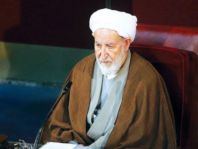 آِیت الله یزدی : عادلانه نیست کسی که پژو نمیتوانست سوار شود اکنون زندگی آنچنانی داشته باشد