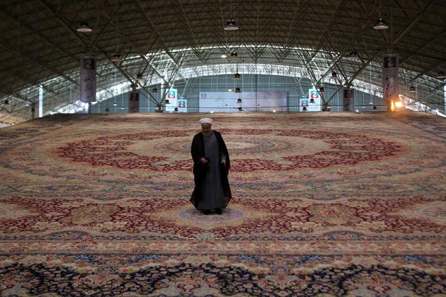 رونمایی از بزرگترین فرش یکپارچه جهان در تبریز
