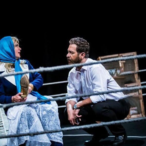 لعیا زنگنه در نمایی از نمایش آتینا