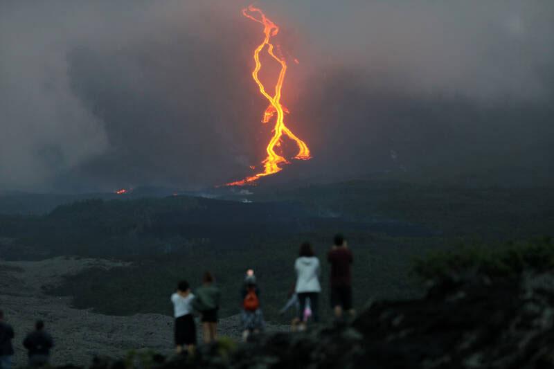 تصویری دیدنی از فوران آتشفشان در جزیره Reunion در اقیانوس هند