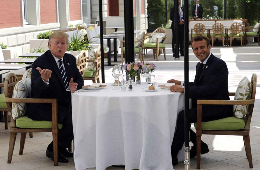 ناهار کاری ترامپ و ماکرون رهبران آمریکا و فرانسه در حاشیه نشست سران گروه هفت کشور صنعتی در شهر ساحلی بیاریتز در جنوب فرانسه