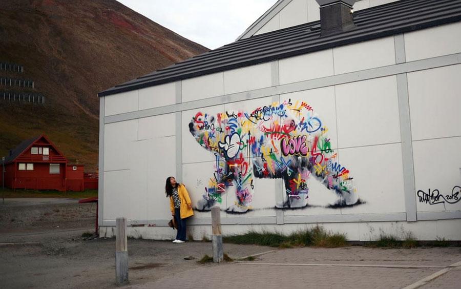 نقاشی دیواری از خرس قطبی در لانگ یربین، شمالیترین شهر کره زمین در کشور نروژ