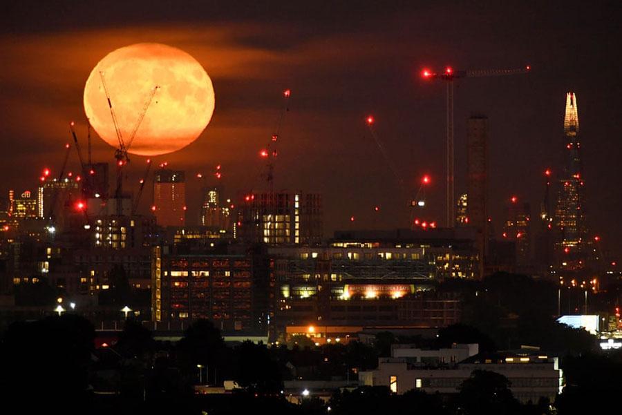 ماه کامل در لندن