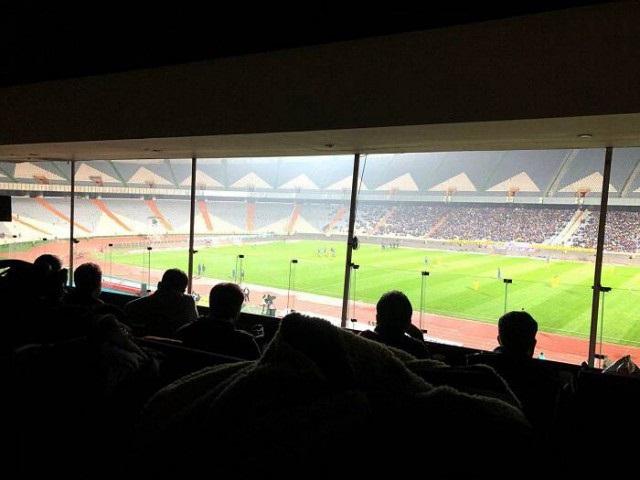 نیم قرن قطع برق در استادیوم های فوتبال ایران