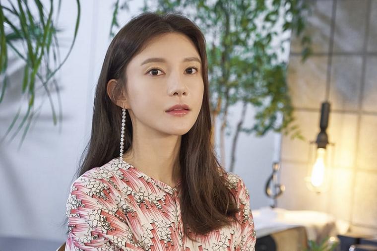Cha Ye-ryun در نقش Han Ji-na