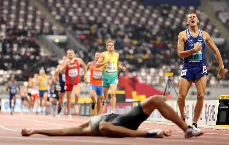 خط پایان مسابقه دو 1500 متر مردان در مسابقات جهانی دوومیدانی در دوحه قطر