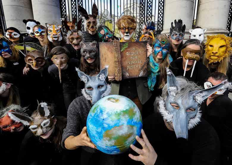 گردهمایی اعتراضی فعالان محیط زیستی موسوم به شورش علیه انقراض در دوبلین ایرلند