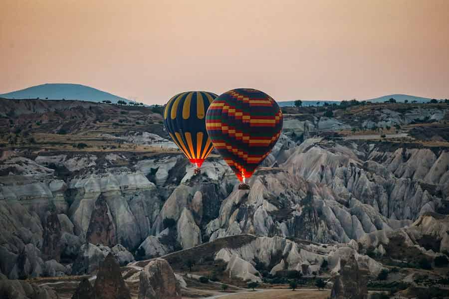 تصاویری از پرواز بالون های هوای داغ بر فراز منطقه کاپادوکیای ترکیه