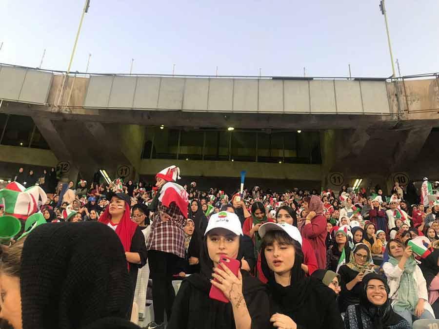 دوقلوهای سریال پایتخت در ورزشگاه آزادی