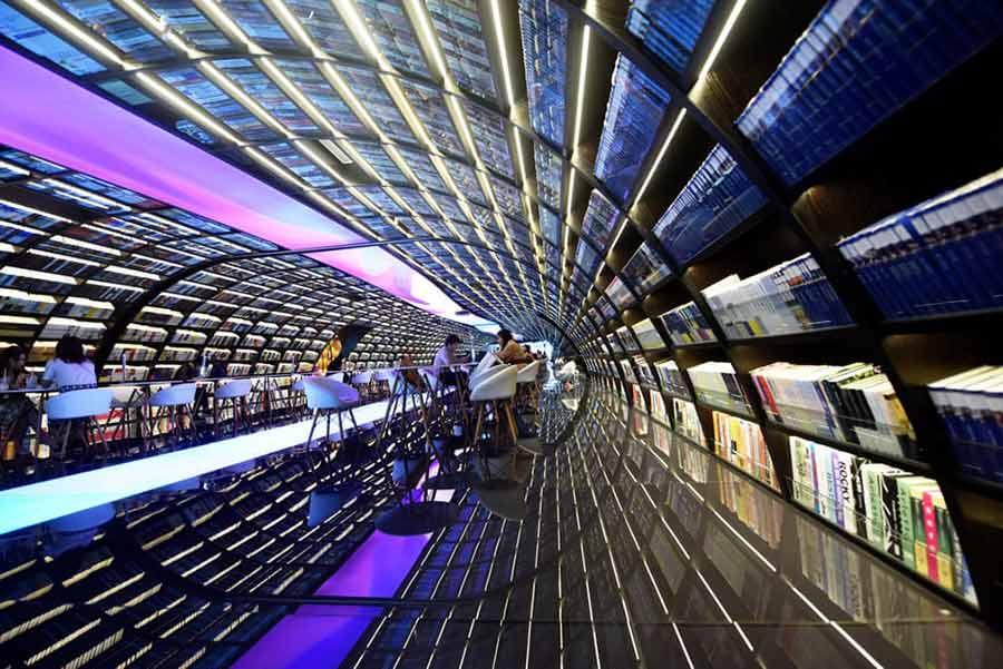 یک فروشگاه کتاب در شهر هانگژو چین