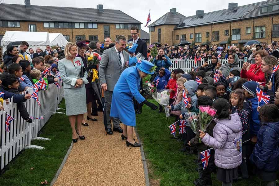 ملکه بریتانیا در آیین افتتاح یک پروژه مسکن در جنوب غربی لندن