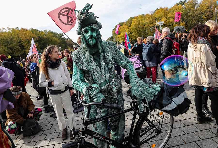 تظاهرات و تجمع اعتراضی فعالان محیط زیستی موسوم به جنبش شورش علیه انقراض در شهر برلین آلمان