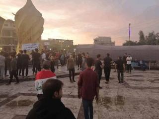 تجمع در برابر کنسولگری ایران در کربلا