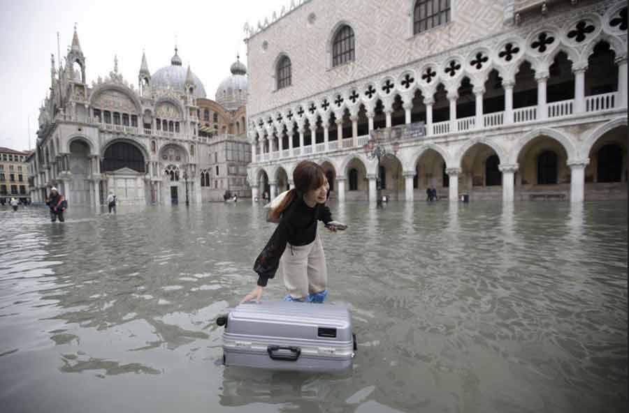 بالا آمدن بیسابقه سطح آب در شهر ونیز ایتالیا