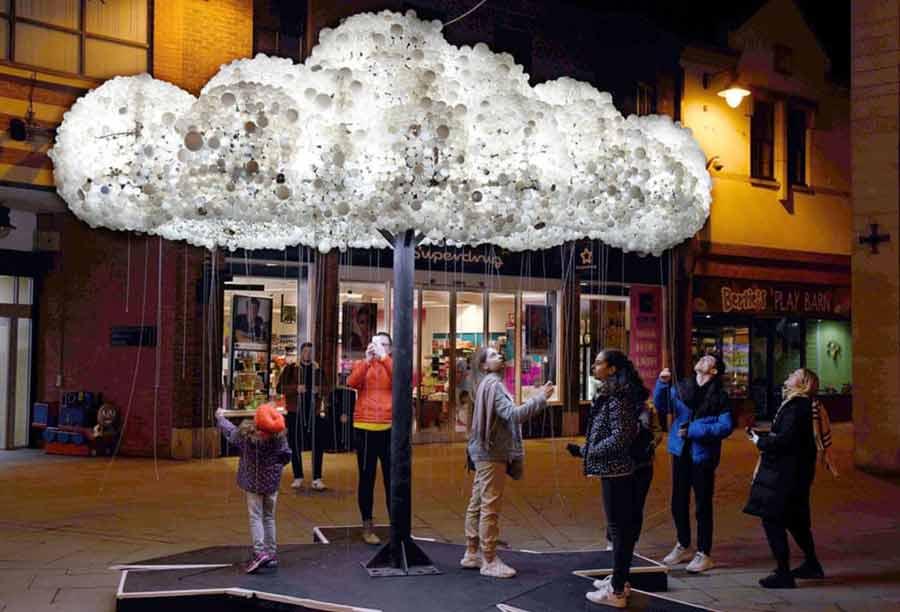 سازه هنری ابر با 60 هزار لامپ رشتهای در شهر دورهام بریتانیا
