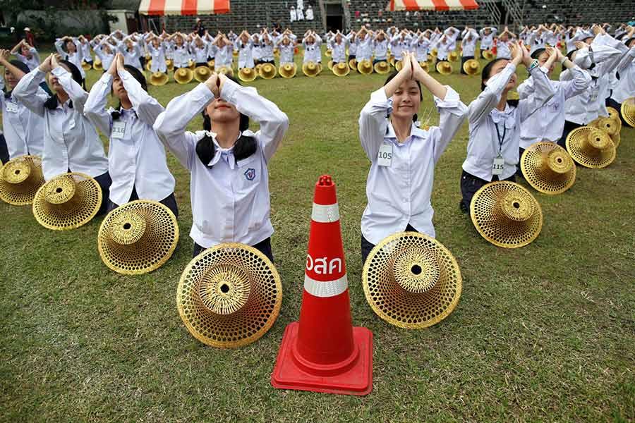 تمرین آمادگی دانشجویان تایلندی برای مراسم استقبال از پاپ فرانسیس در بانکوک