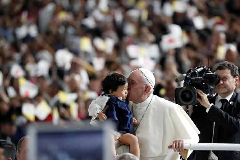 برگزاری مراسم عشای ربانی از سوی پاپ فرانسیس در جمع هزاران نفری مردم شهر توکیو ژاپن