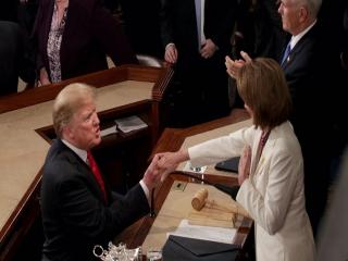 ترامپ: پلوسی باید استیضاح شود