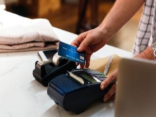 سردار حسین رحیمی : فروشندگان حق ندارند دستگاه کارتخوان را پشت میز نگه دارند