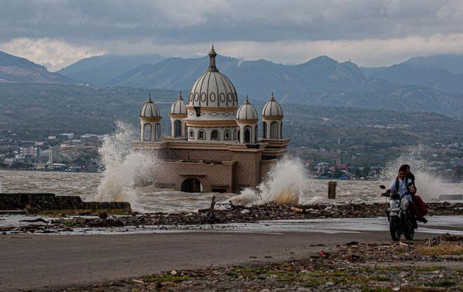مسجدی که سال گذشته در اثر زلزله اندونزی آسیب دید
