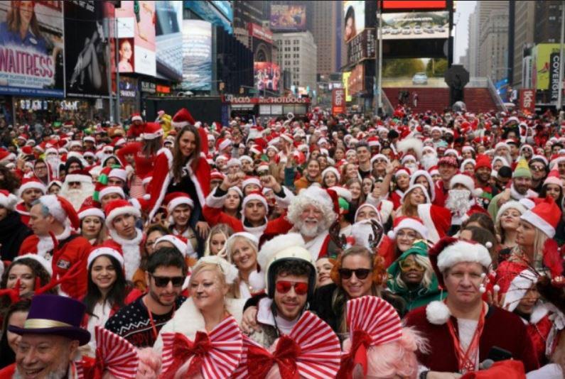 گردهمایی بابانوئلها در میدان تایمز شهر نیویورک