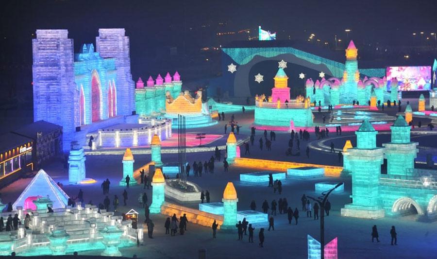 جشنواره سالانه سازههای برفی و یخی در هاربین چین