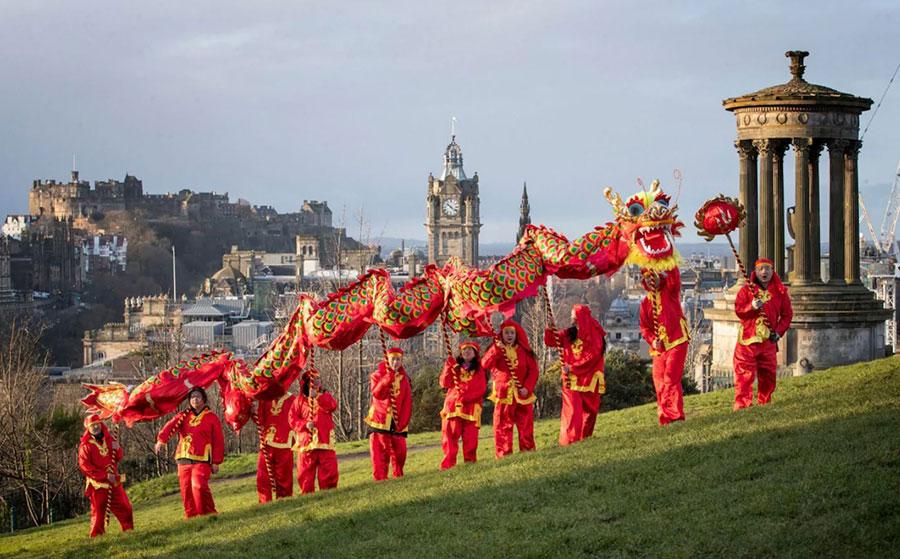 رقص اژدهای چینی ها به مناسبت آغاز سال 2020