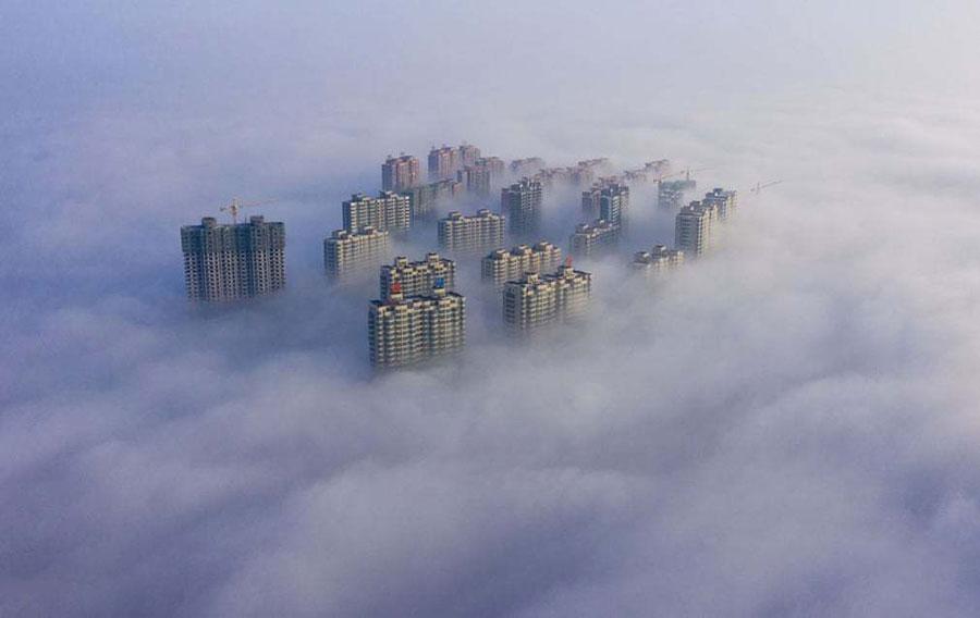 آسمان خراش های چین در مه