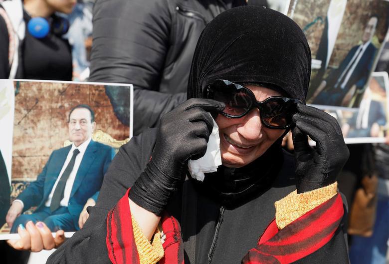 مراسم تشییع و تدفین حسنی مبارک رییس جمهوری اسبق و مخلوع مصر در گورستانی در شرق شهر قاهره مصر