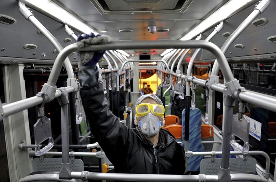 ضدعفونی کردن واگنهای مترو شهر تهران