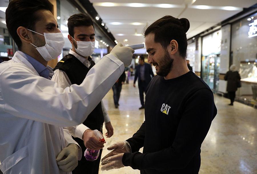 تعداد مبتلایان به ویروس کرونا در ایران به 2922 نفر افزایش یافت - The number of people with coronavirus in Iran has increased to 2922