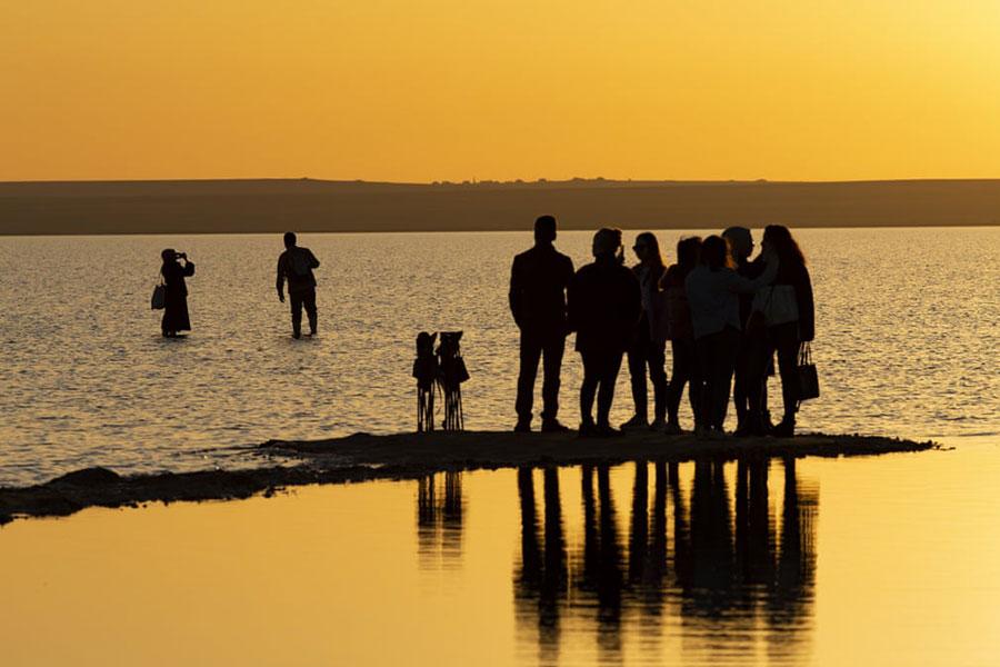غروب آفتاب در دریاچه توز در آنکارا ترکیه