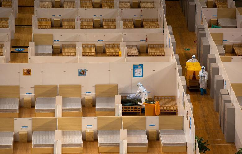 جمع کردن یک بیمارستان صحرایی (استادیوم ورزشی تجهیز شده) در شهر ووهان چین در پی فروکش کردن موج ابتلا به ویروس کرونا در این شهر و مرخص شدن تمامی بیماران بستری در این مرکز