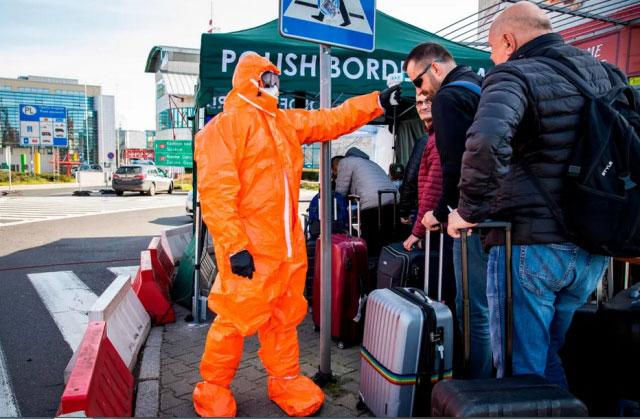کنترل دمای بدن مسافران لهستانی بازگشته از آلمان در مرز