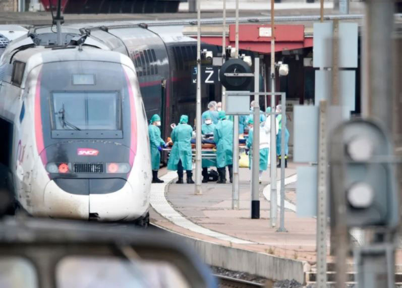 انتقال بیماران بدحال کرونایی از طریق قطار به مناطق دارای ظرفیت بستری بیماران در فرانسه