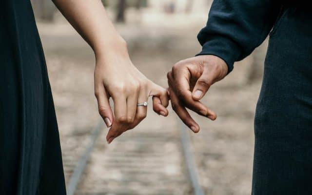 چرا بعضی از خانواده ها از نامزدی فرزندشان میترسند-fear of engagement