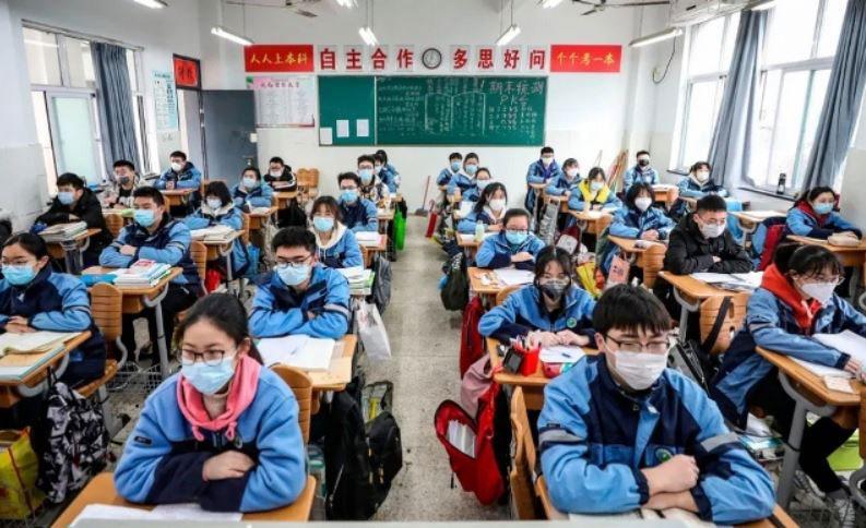 آغاز به کار دوباره مدارس در بخشهای قرنطینه چین تحت تدابیر شدید بهداشتی و رعایت اصل فاصلهگذاری