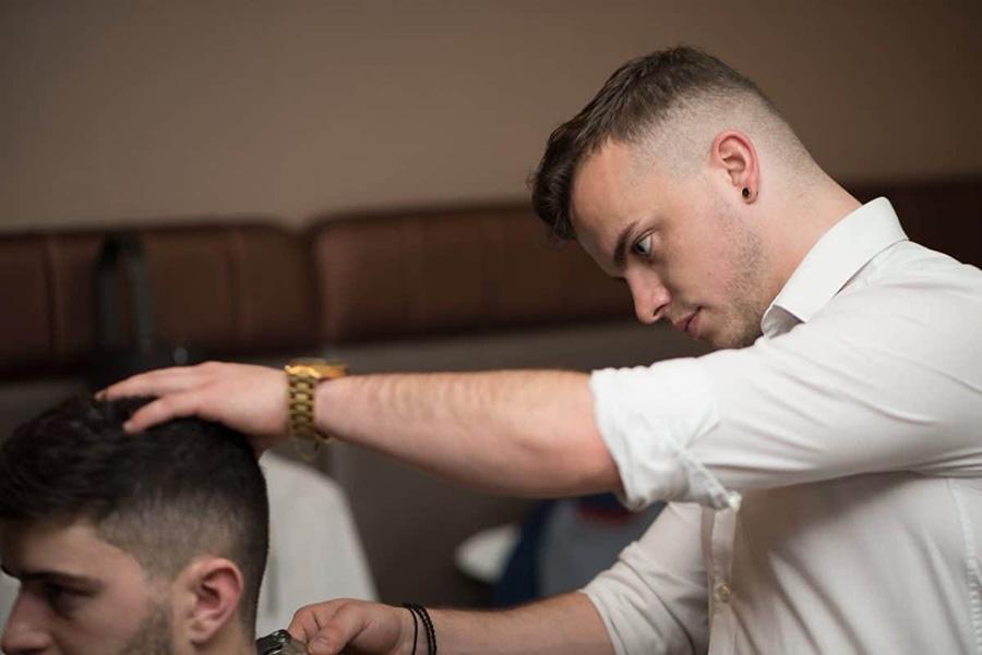 ممنوعیت فعالیت آرایشگاههای مردانه و زنانه برداشته شد - The ban on barbershops was lifted