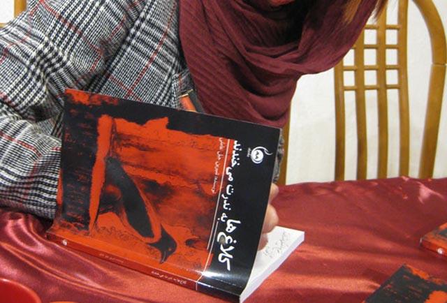 کتاب کلاغ ها به ندرت می خندند-crows rarely laugh book
