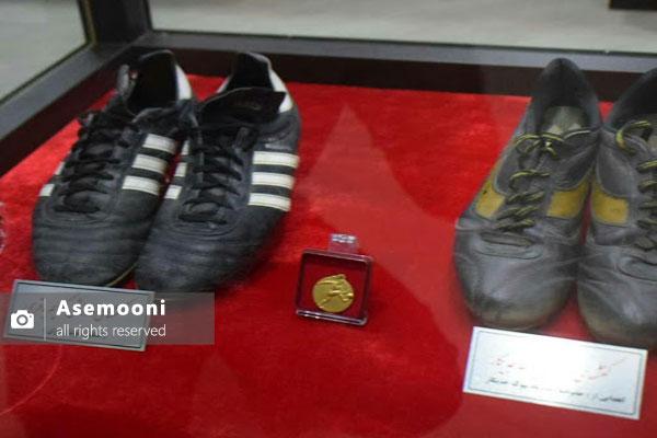 کفش های قدیمی فوتبالی