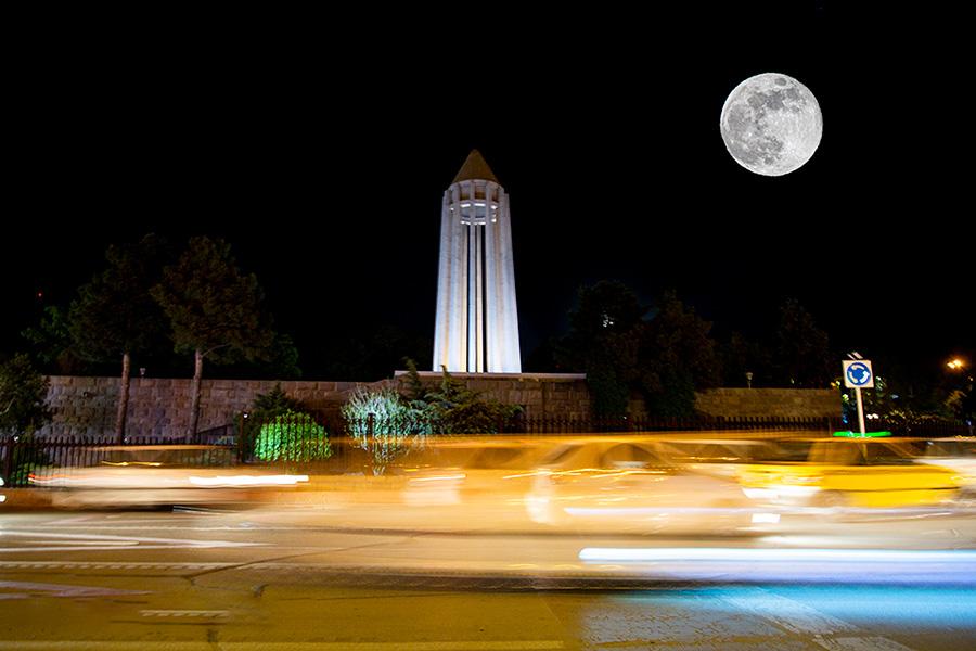 طلوع آخرین ابرماه سال در همدان